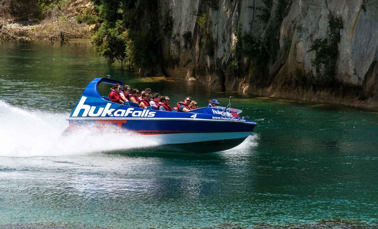 Remonter la rivière Waikato jusqu'aux Huka Falls est une expérience incontournable.