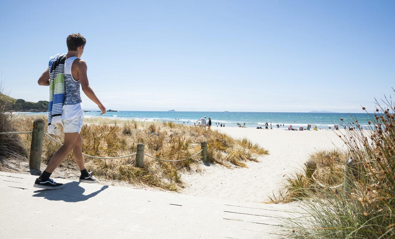 Si vous visitez l'île du Nord, n'oubliez pas votre maillot de bain et une serviette de plage pour pouvoir vous baigner là où l'eau est assez chaude, comme à Tauranga par exemple.