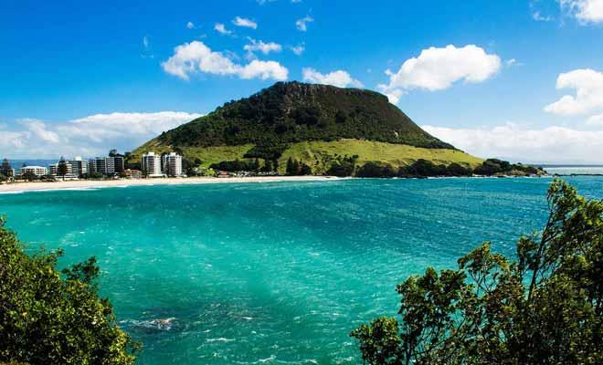 Tauranga a déjà accueilli les championnats du monde de Surf, même si ce n'est pas la meilleure plage du pays. Le cadre en revanche est splendide !
