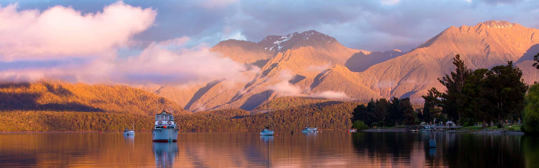Te Anau est une ville du Southland qui sert de camp de base pour les excursions dans le Fiordland.