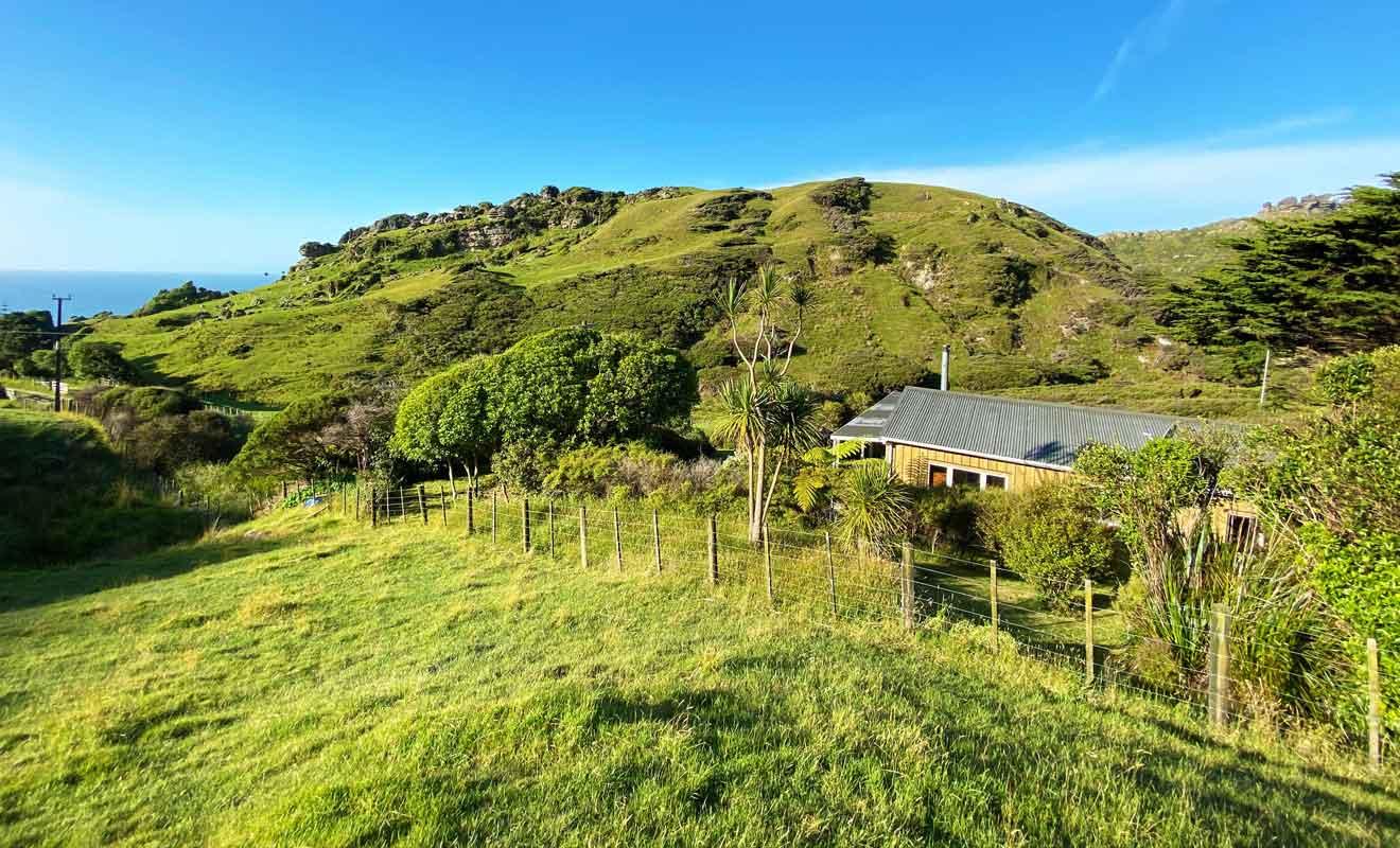 En plus de gérer la ferme, les propriétaires du domaine de Te Hapu louent des cottages aux visiteurs.