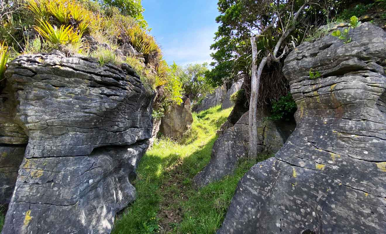 Les dédales de rochers constituent aussi bien des raccourcis que des détours.