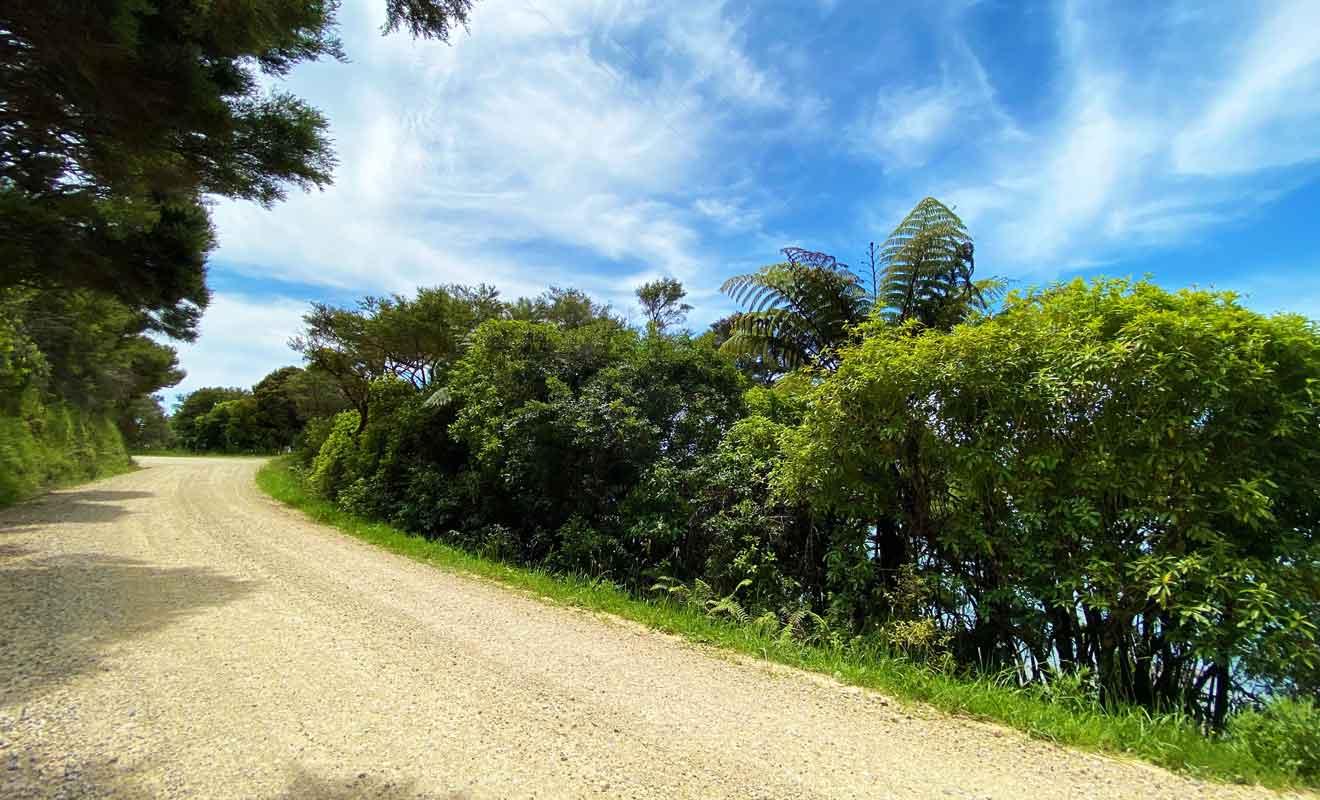 Te Hapu Coastal Cottage se trouve au sommet d'un plateau rocheux.