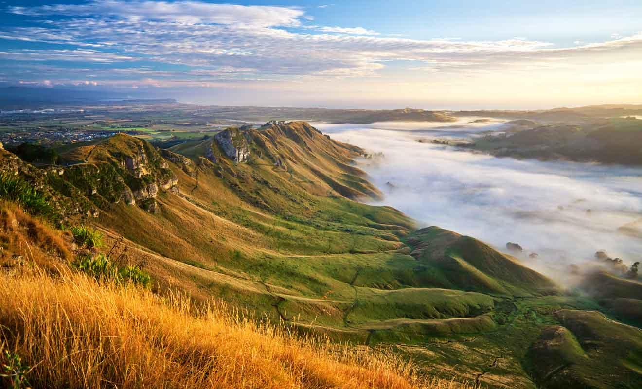 Même lorsque des nuages masquent la vallée, le panorama demeure exceptionnel.