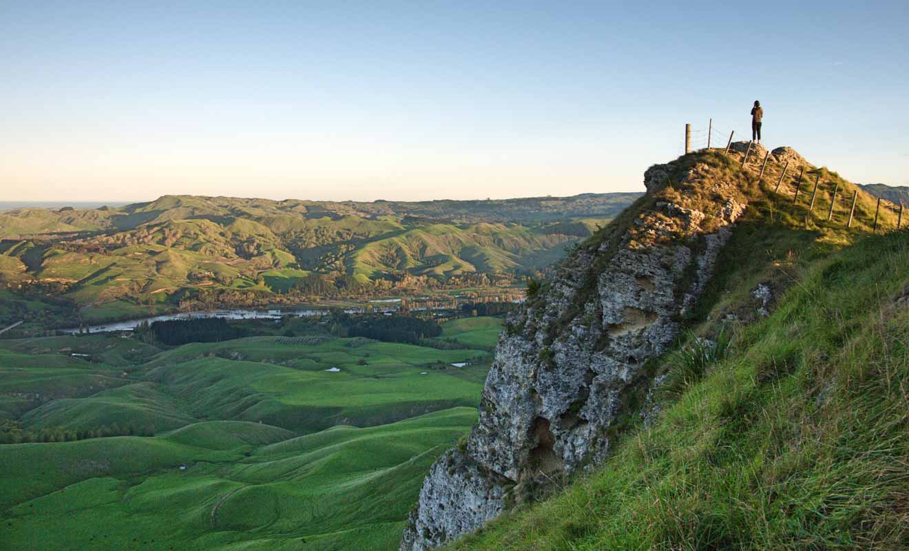 Pour ne pas finir comme Hinerakau dans la légende maorie, restez à bonne distance du bord de la falaise !