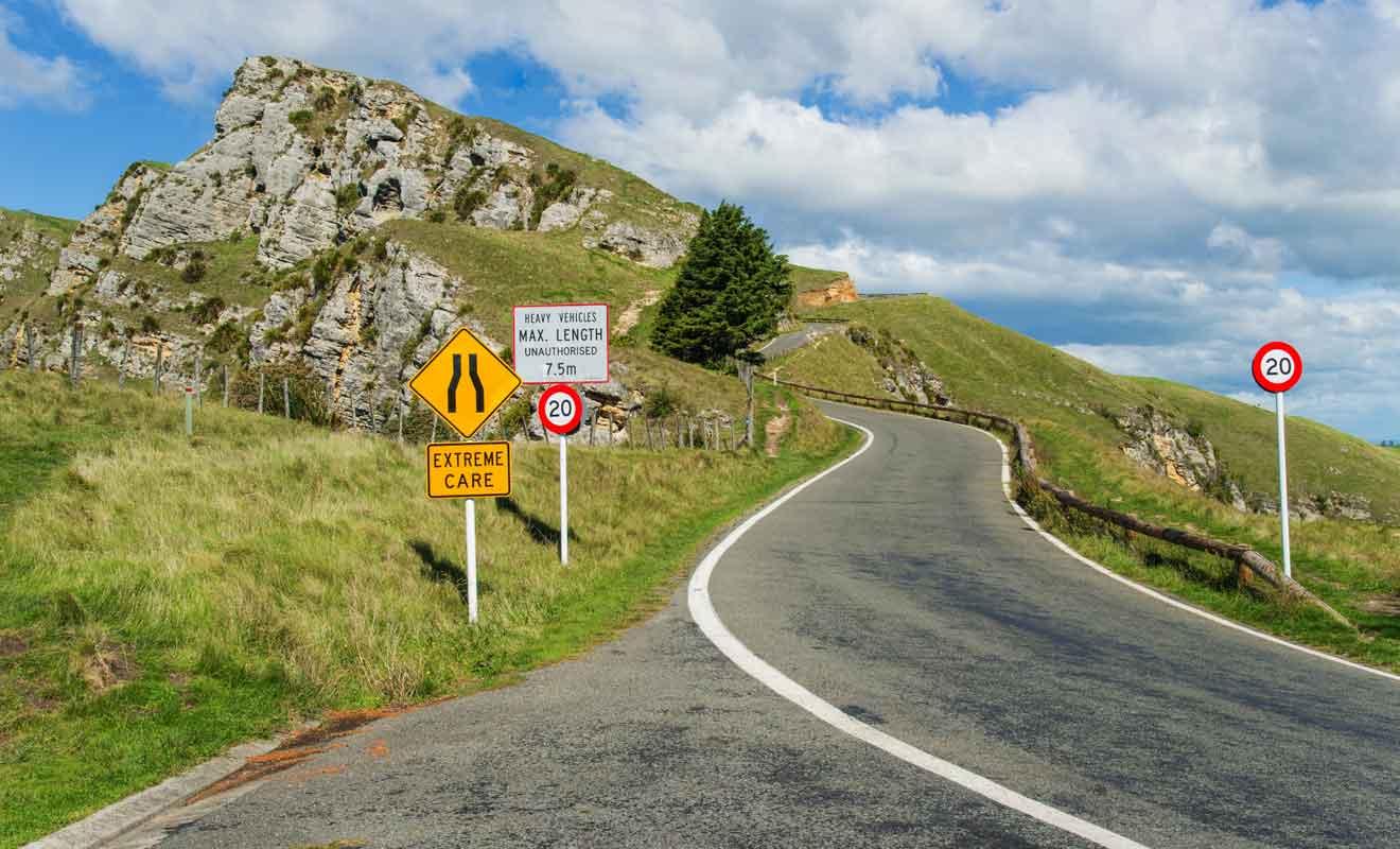 Même si elle est goudronnée et bien tracée, la voie qui rejoint le parking au sommet est délicate à conduire.