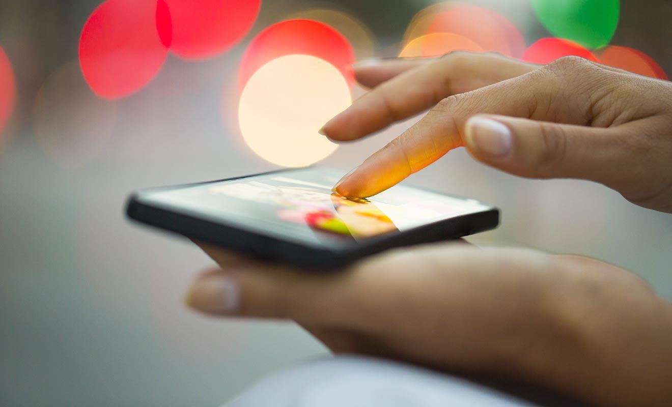 Vous pouvez très bien utiliser votre smartphone en Nouvelle-Zélande. Mais votre appareil doit être débloqué pour fonctionner avec un opérateur étranger. L'opération est à réaliser avant le départ.