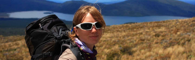 Aude réalise la randonnée du Tongariro Alpine Crossing.