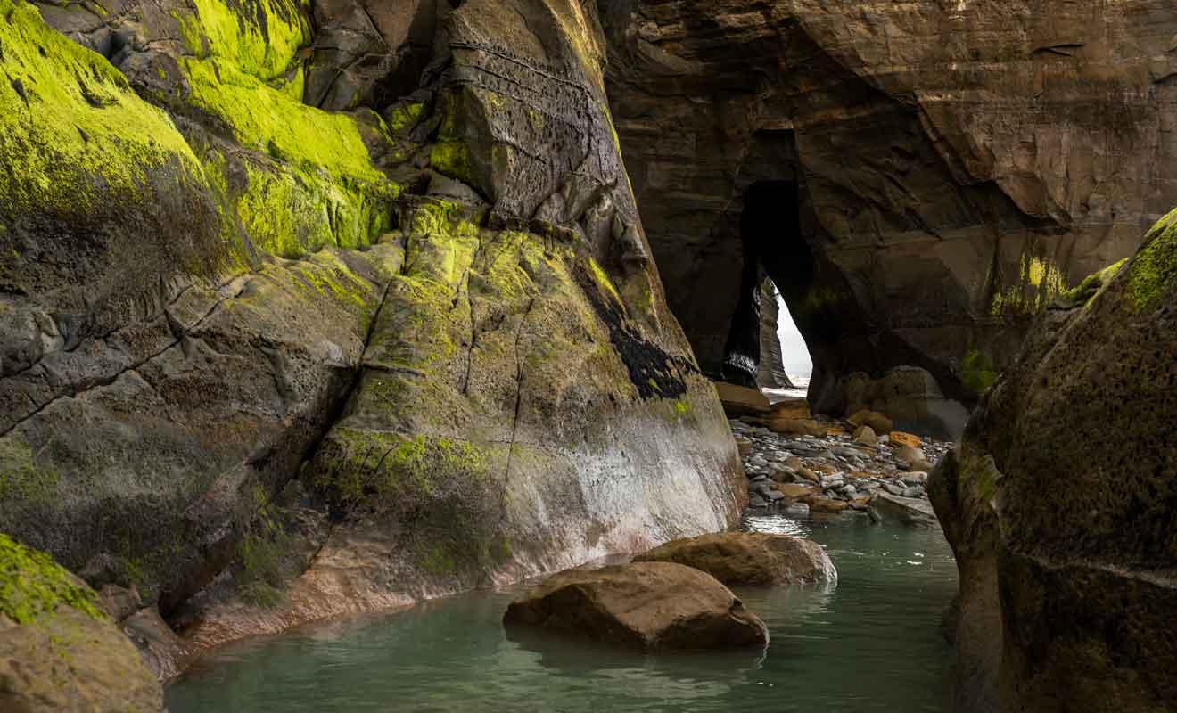 Tenez compte de l'horaire des marées avant de partir explorer des grottes.