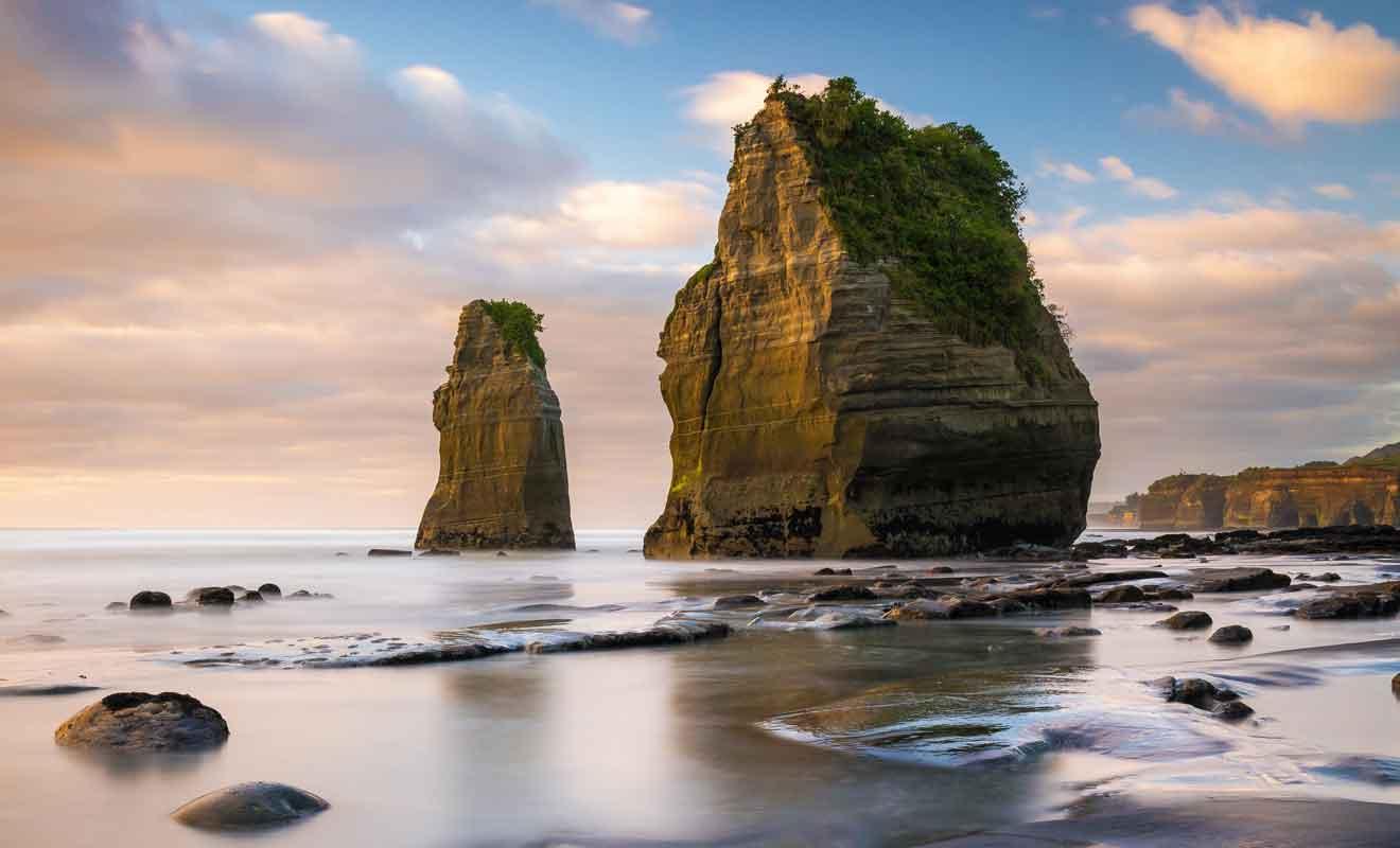 Les Three Sisters et l'Elephant Rock sont des rochers imposants en bord de mer.