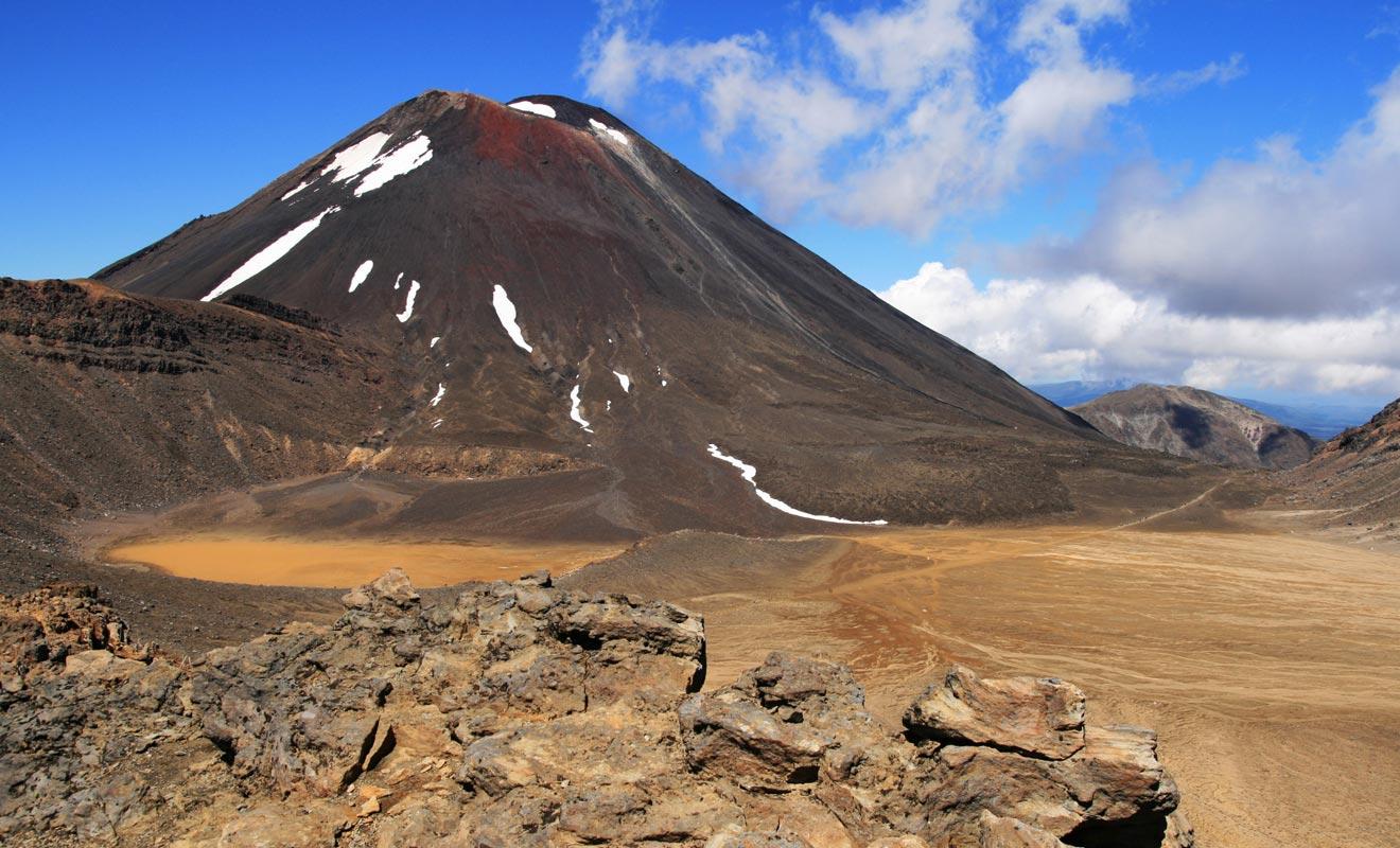 Si vous êtes jeune et en bonne santé, vous devriez pouvoir réussir à franchir les 19,6 kilomètres que compte le Tongariro Alpine Crossing. En revanche, si vous commencez à prendre de l'âge et que vous ne pratiquez aucun sport, il vaut mieux s'entrainer avant de venir.