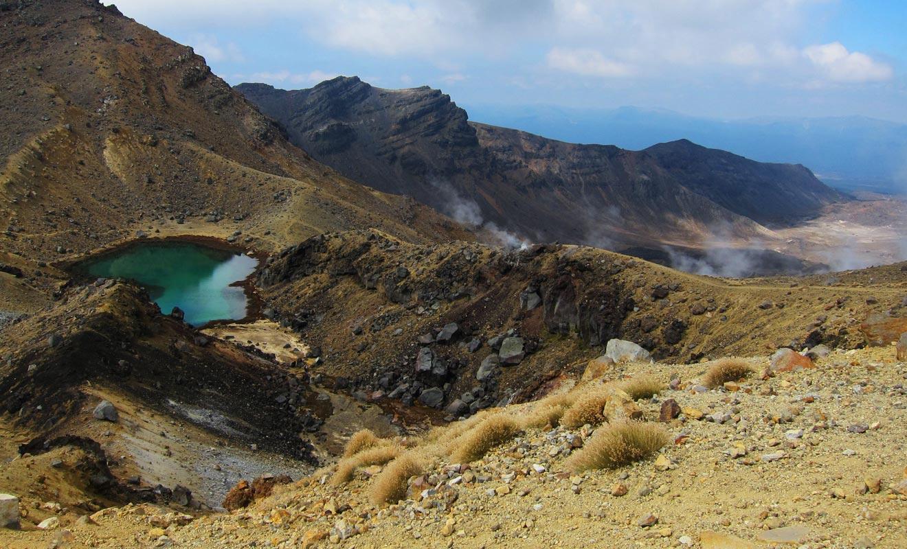 Si la météo ne vous joue pas des tours et que vous êtes en bonne condition physique, vous auriez tort de ne pas suivre le sentier du Tongariro. Vous en sortirez peut-être épuisé, mais la réputation des paysages n'est pas usurpée.