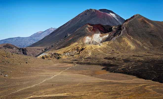 Que ce soit en été ou en hiver (où il est recouvert par la neige), la traversée du cratère central ne présente aucune difficulté. Il suffit d'avancer en ligne droite pour gagner le lac bleu.