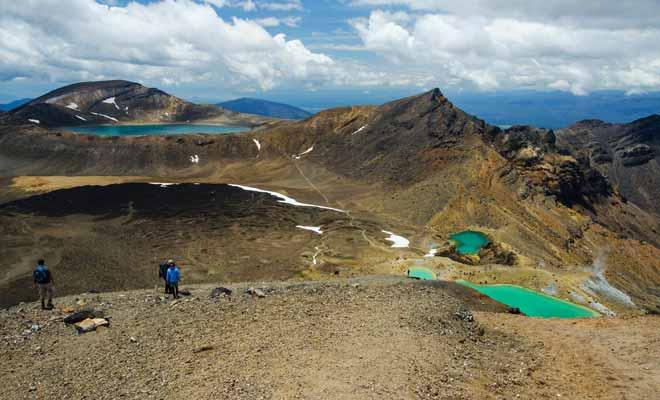 La vapeur qui se dégage des lacs turquoise est en réalité de la vapeur de soufre. N'oubliez pas que vous arpentez les flancs d'un volcan qui n'est pas éteint.
