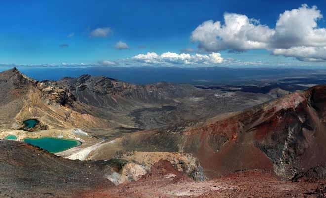 Les lacs turquoise se situent dans le cratère central. Vous pourrez les apercevoir lorsque vous aurez rejoint le sommet de la randonnée.