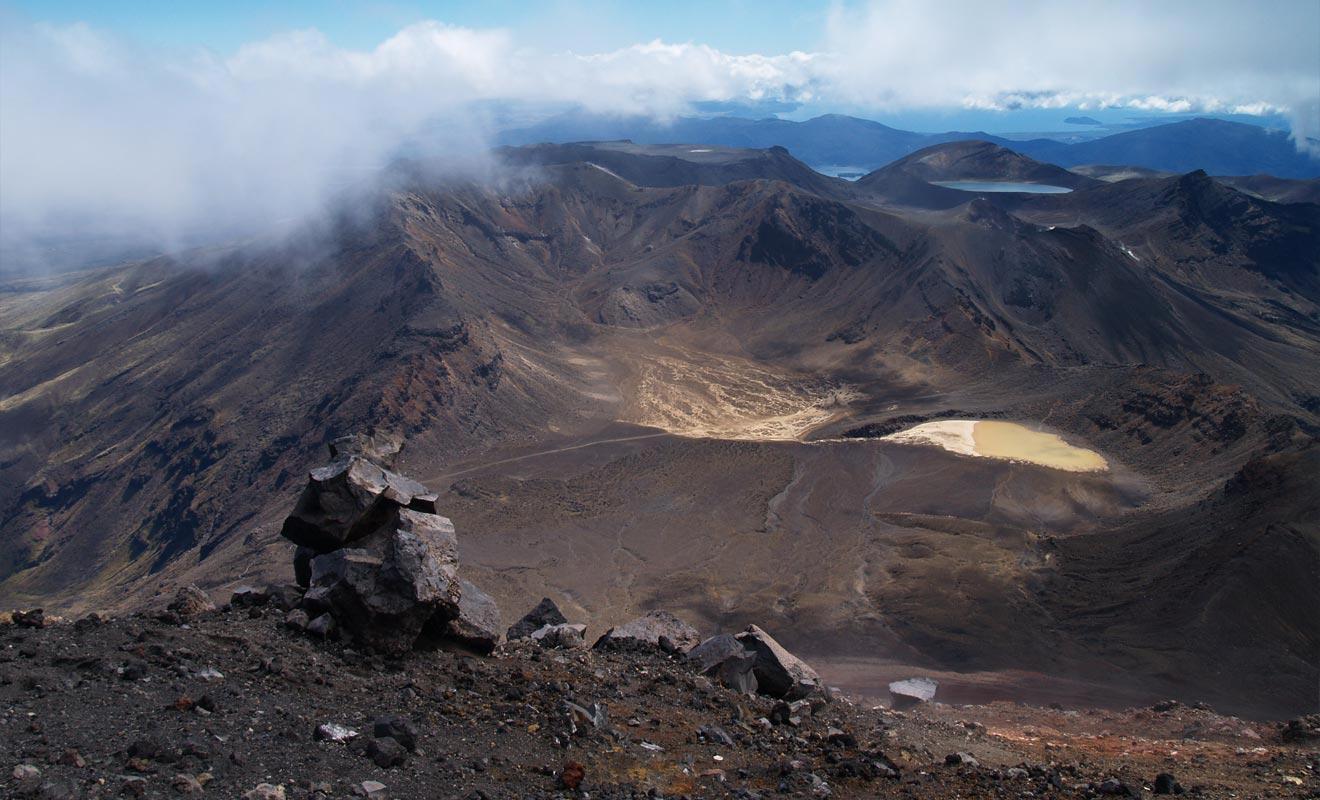 Le cratère sud offre un paysage de dévastation aussi impressionnant qu'effrayant.