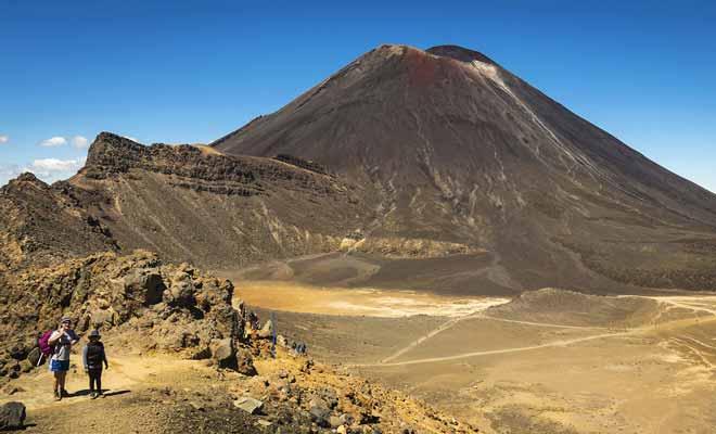 La grande force du Tongariro Crossing est de proposer une grande variété de paysages. Le début du parcours se déroule dans un ancien champ de lave, puis l'ascension du volcan révèle des lacs turquoise, et la descente sur l'autre versant s'achève dans une magnifique forêt.