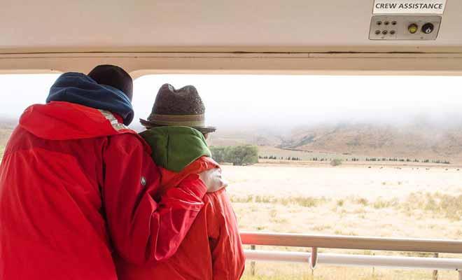 Il fait plutôt frais dans les wagons ouverts sur l'extérieur, alors pensez à bien vous couvrir pour ne pas attraper froid.