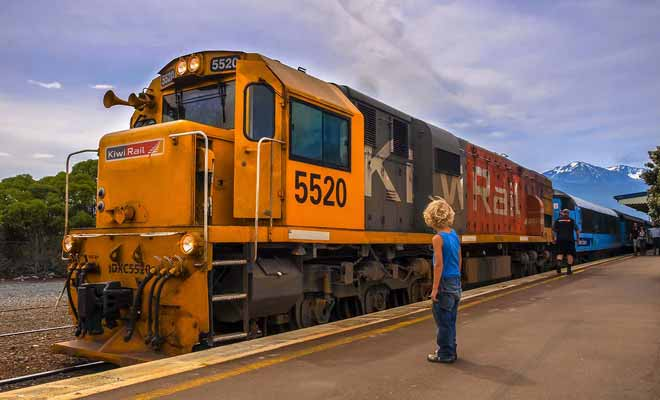 Les trains ne sont pas électriques, ce qui explique en partie la lenteur avec laquelle ils se déplacent.