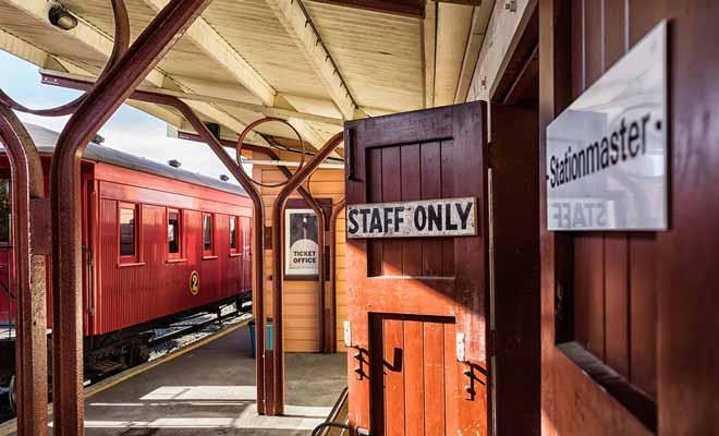 Dunedin Railways joue sur le côte nostalgique des trajets en train d'autrefois, avec des wagons en bois d'époque.