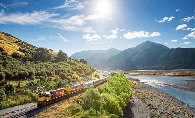 La plupart des lignes de train ont fermé par manque de fréquentation, et seules les lignes touristiques survécues.