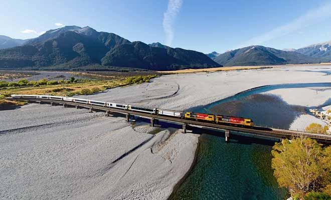 Le Tranzalpine permet de passer de la côte Ouest à la côte Est de Nouvelle-Zélande en empruntant Arthur Pass.