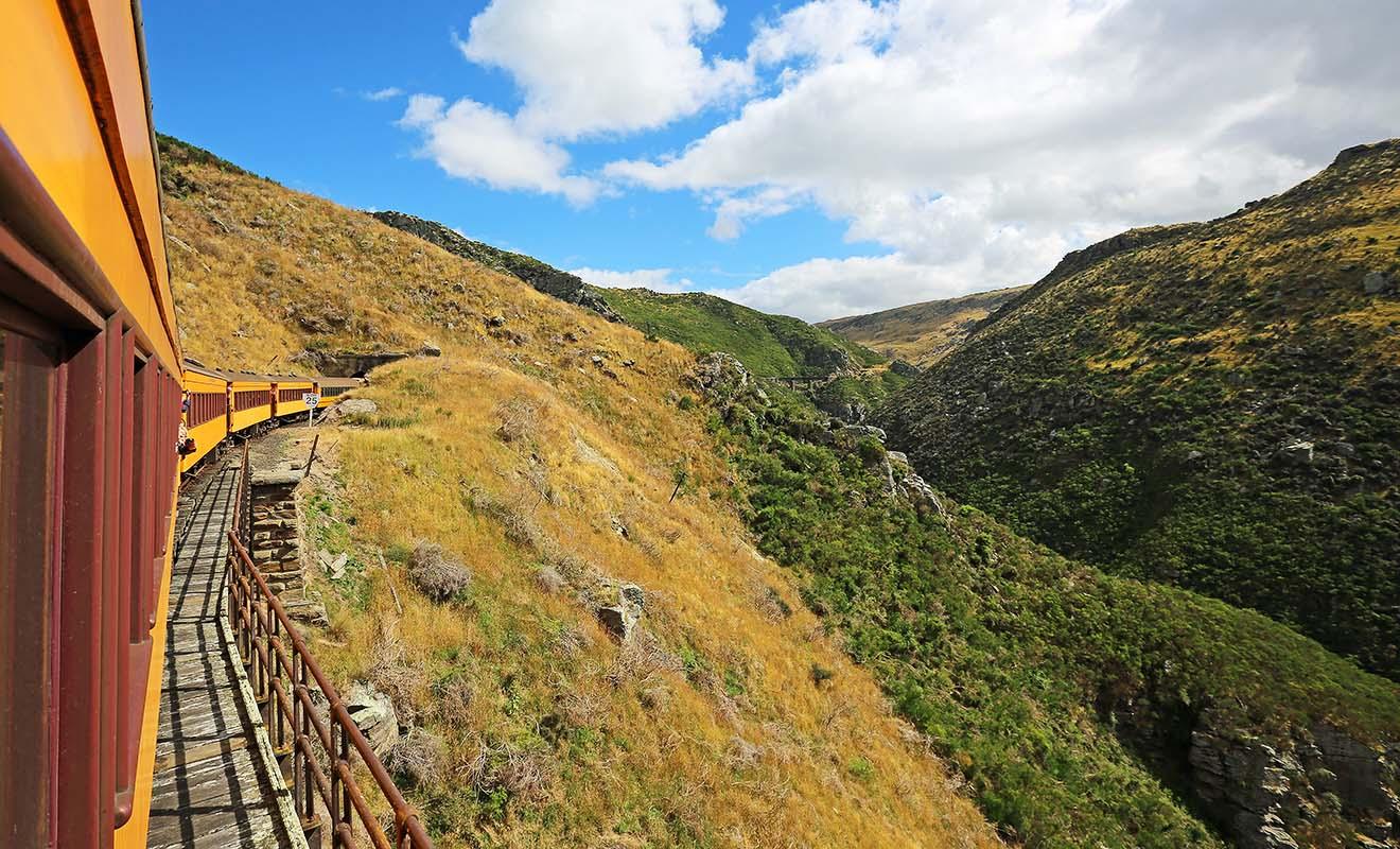 Les gorges de Taieri offrent un spectacle extraordinaire, surtout au printemps quand les vallées sont en fleur.