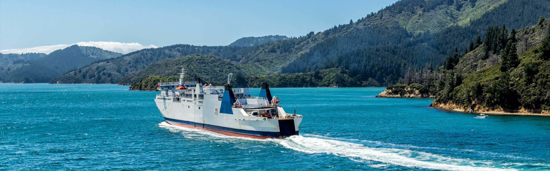 La traversée d'une île à l'autre s'effectue à bord d'un ferry Interislander ou Bluebridge.