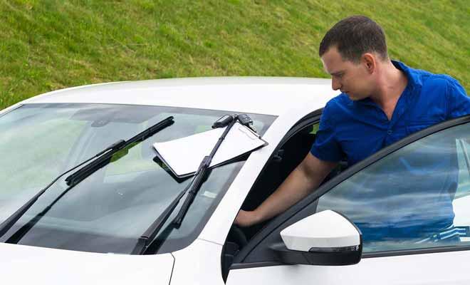 L'état des lieux qui précède la remise des clefs du véhicule, est une simple formalité et il n'y a en général rien à dire.