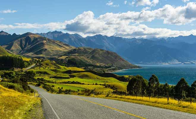 La notion d'embouteillage existe à peine en Nouvelle-Zélande, et vous avez plus de chance de voir la circulation ralentie par un troupeau de moutons qui traverse que par des voitures.