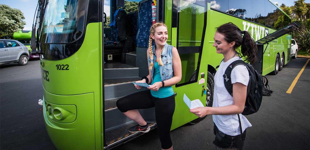 Un voyage en autocar possède des avantages mais aussi des inconvénients.