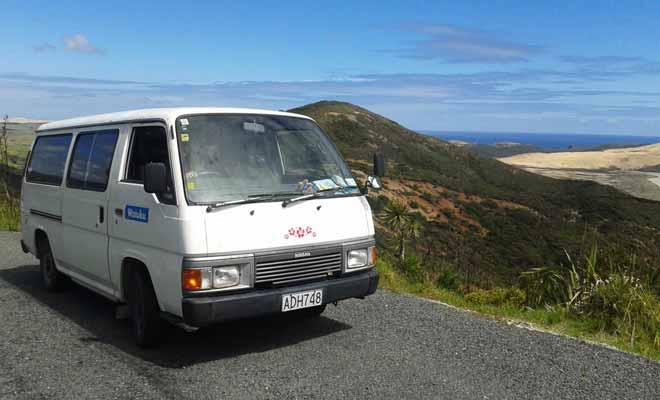 La question de l'achat d'un véhicule (un mini van, campervan ou une voiture) ne se pose normalement que si vous comptez séjourner plusieurs mois en Nouvelle-Zélande. En dessous de trois mois, en plus de n'être pas rentable, l'opération peut tourner au fiasco si vous ne trouvez pas d'acheteur avant le départ. Auquel cas, il ne vous restera plus qu'à brader votre véhicule ou le laisser à la casse...