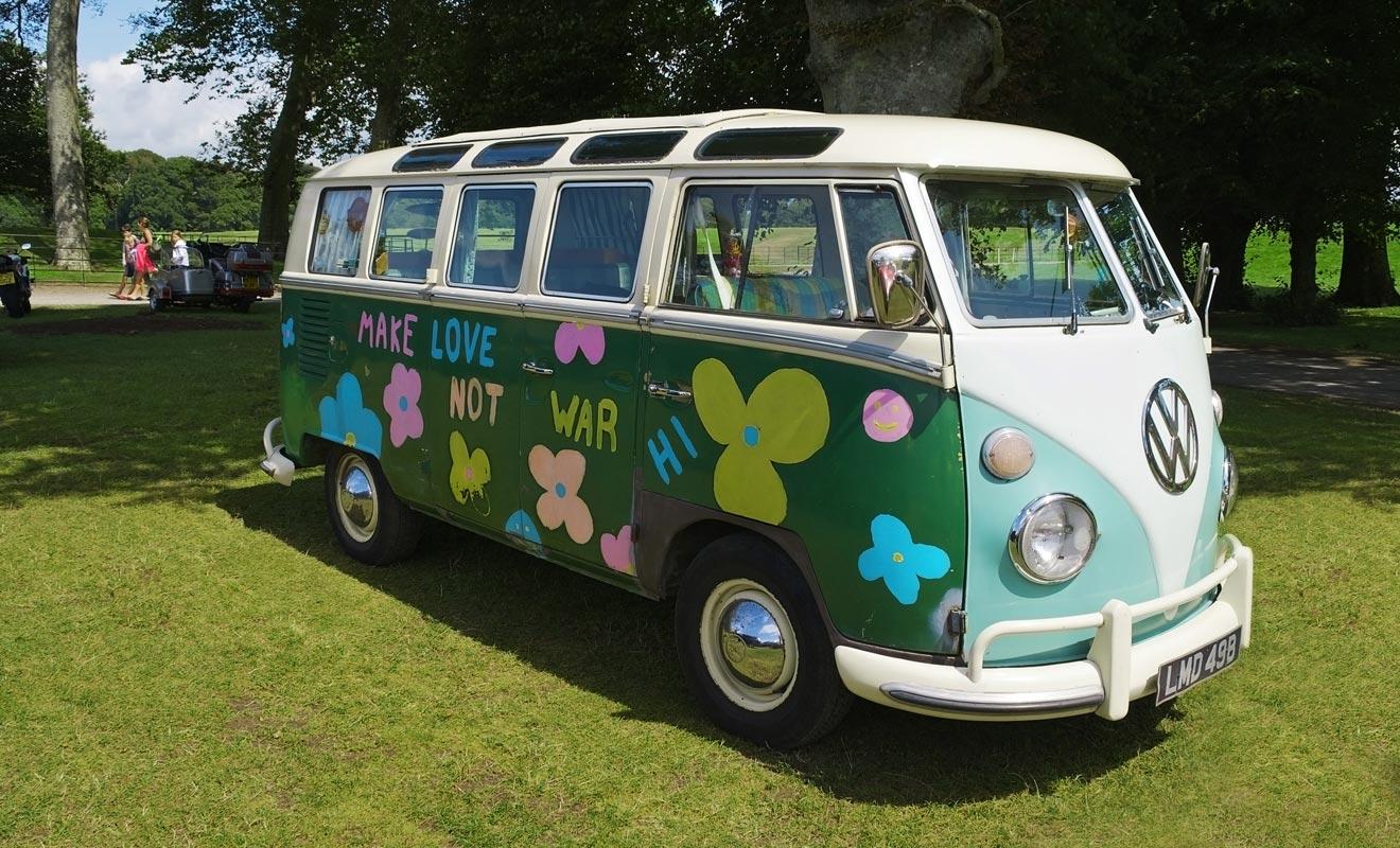 Un mini-van avec une belle décoration même si elle est légèrement kitch a plus de chance de trouver un acheteur. Tenez-en compte au moment d'acheter, il sera plus facile de vendre en fin de séjour.