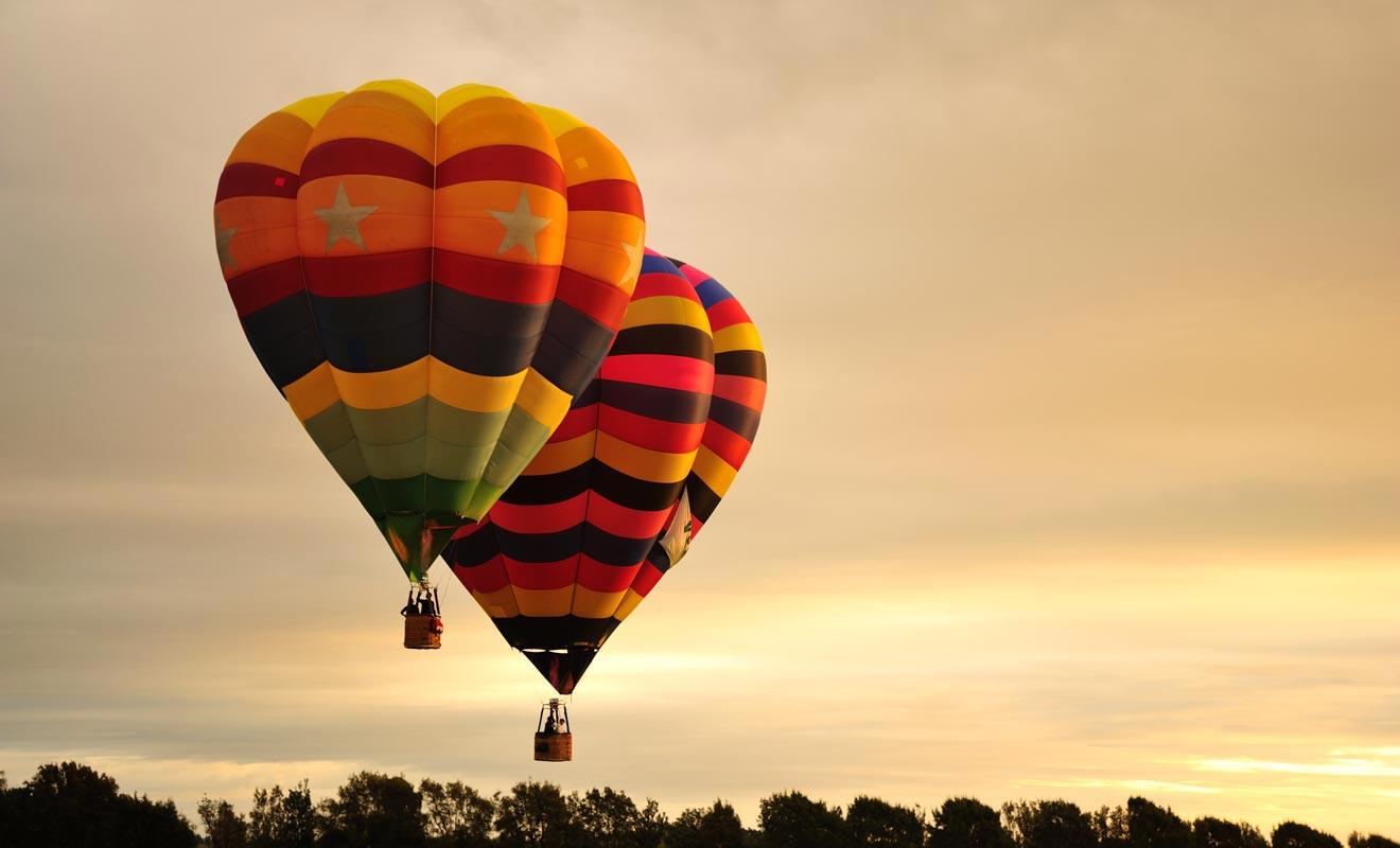 À défaut de pouvoir effectuer un trajet en montgolfière, vous aurez sûrement l'occasion d'observer des festivals.