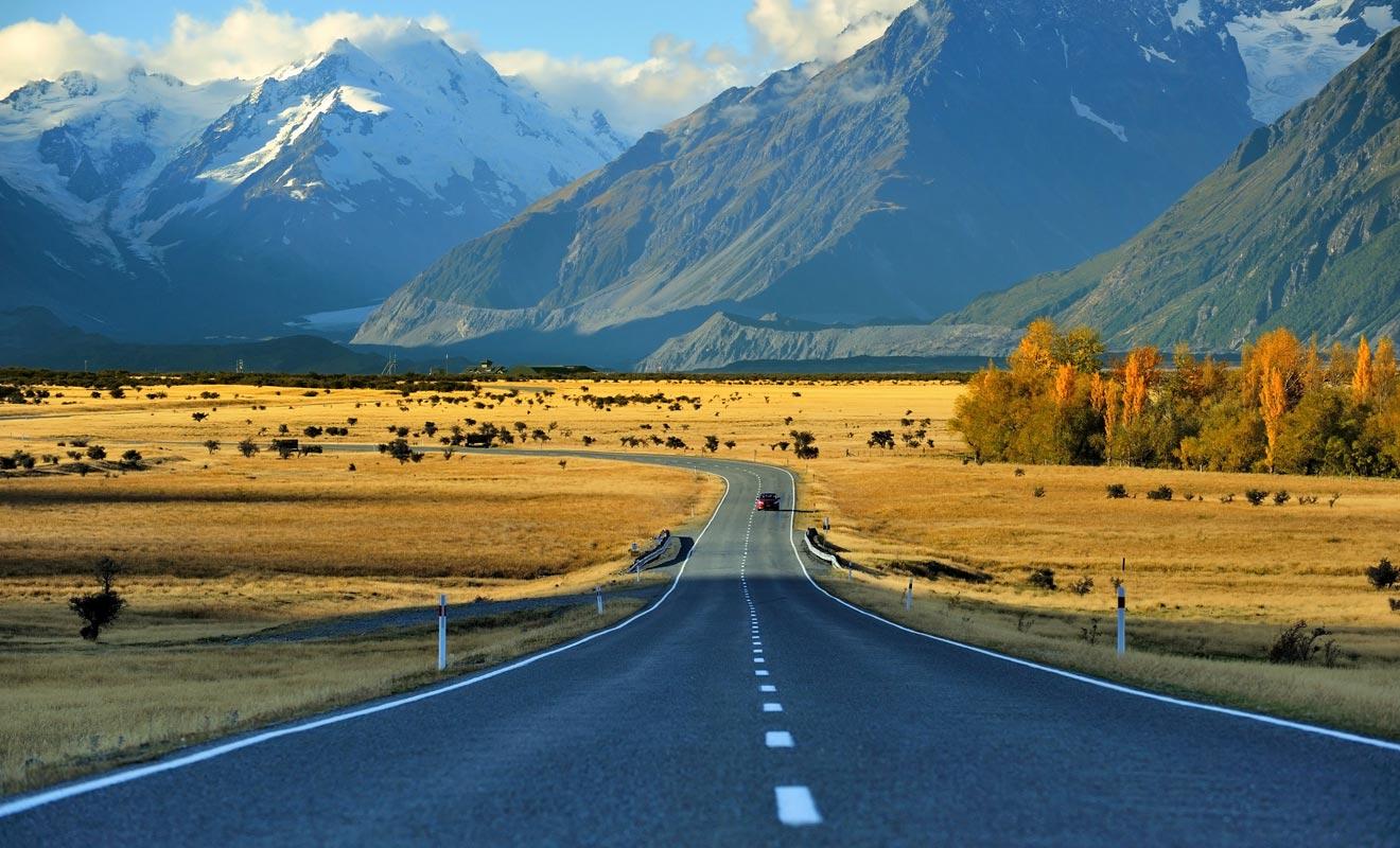 Les trois principaux types de transports adaptés à un Visa Vacances Travail sont la voiture, le mini-van (ou camping-car) et l'autocar. Selon la fréquence des trajets et le budget, vous préfèrerez l'un ou l'autre, sachant qu'il peut s'avérer intéressant de préférer l'achat à la location.
