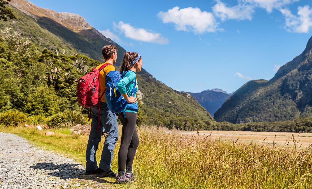 Parce qu'il n'y fait ni trop chaud ni trop froid, la randonnée est un bonheur chez les Kiwis.