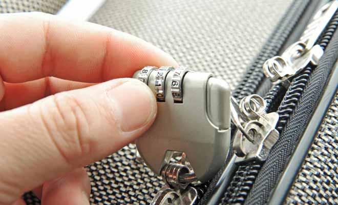 Les vols dans les valises ne sont pas une légende. Raison de plus pour prévoir un bagage qui ferme avec un cadenas.
