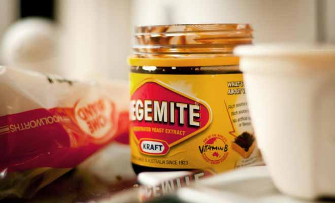 Le Vegemite est un concentré de levure de bière très salée, l'équivalent de la marmite.