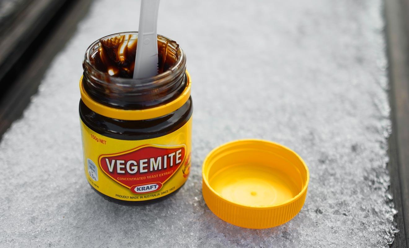 On ne peut pas parler du Vegemite avant d'y avoir goûté soit même. Si vous survivez, vous deviendrez un authentique Kiwi, mais il vous faudra manger tout le pot !