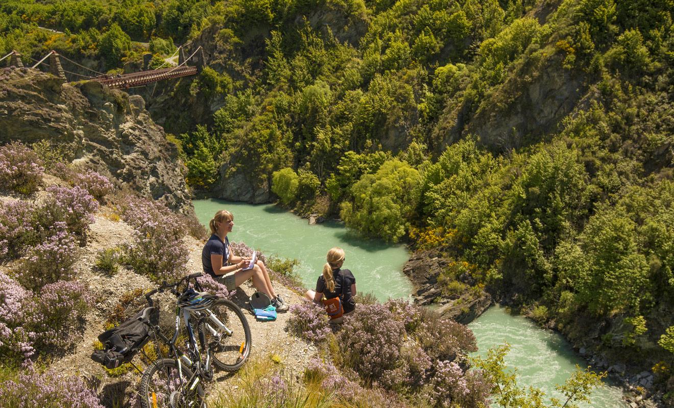 Des pistes qui ne sont pas surpeuplées, des paysages de rêve et un climat idéal pour pédaler sans souffrir de la chaleur. Le VTT en Nouvelle-Zélande ne possède que des avantages.