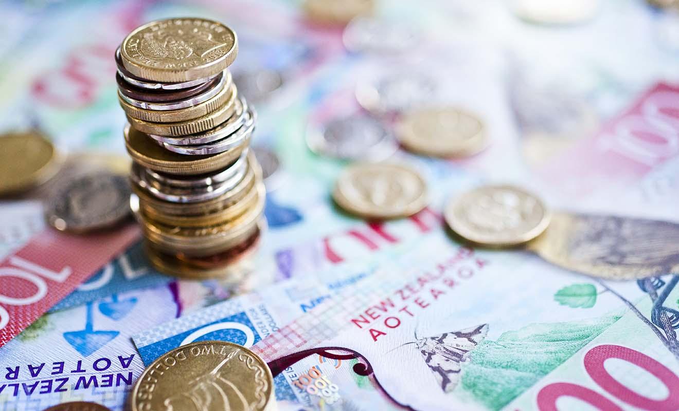 La seule monnaie acceptée dans le pays est le NZD (dollar néo-zélandais). Il se décline sous forme de billets et de pièces comme partout dans le monde.