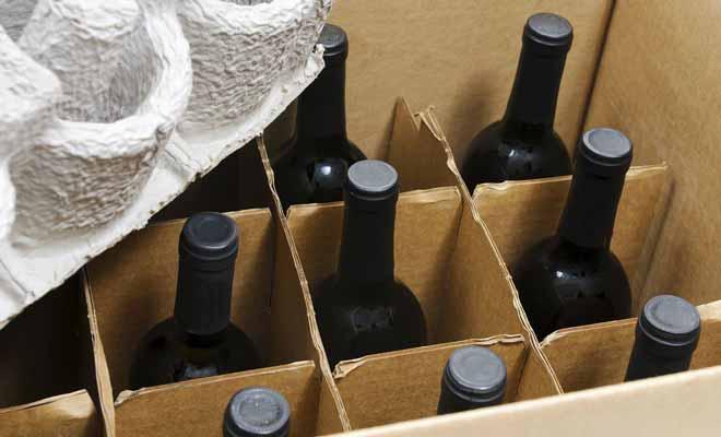 La douane autorise deux bouteilles de vin par passager au retour. Mais vous pouvez très bien commander plus de bouteilles à condition de vous acquitter des frais de douane.