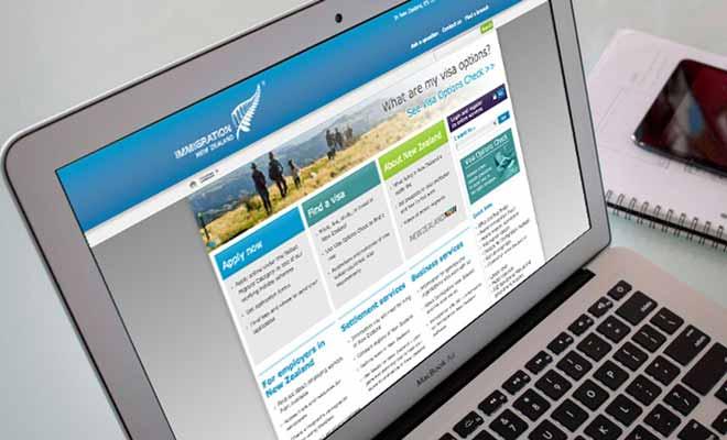 Vous pouvez vous adresser par courrier au centre des visas à Londres. Mais il est recommandé de se connecter plutôt à Internet sur le site web du ministère de l'Immigration.