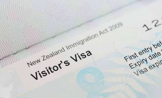 Le visa coûte 165 $ en frais de dossier et permet de rester jusqu'à neuf mois consécutifs en Nouvelle-Zélande, voir même une année entière sur demande.