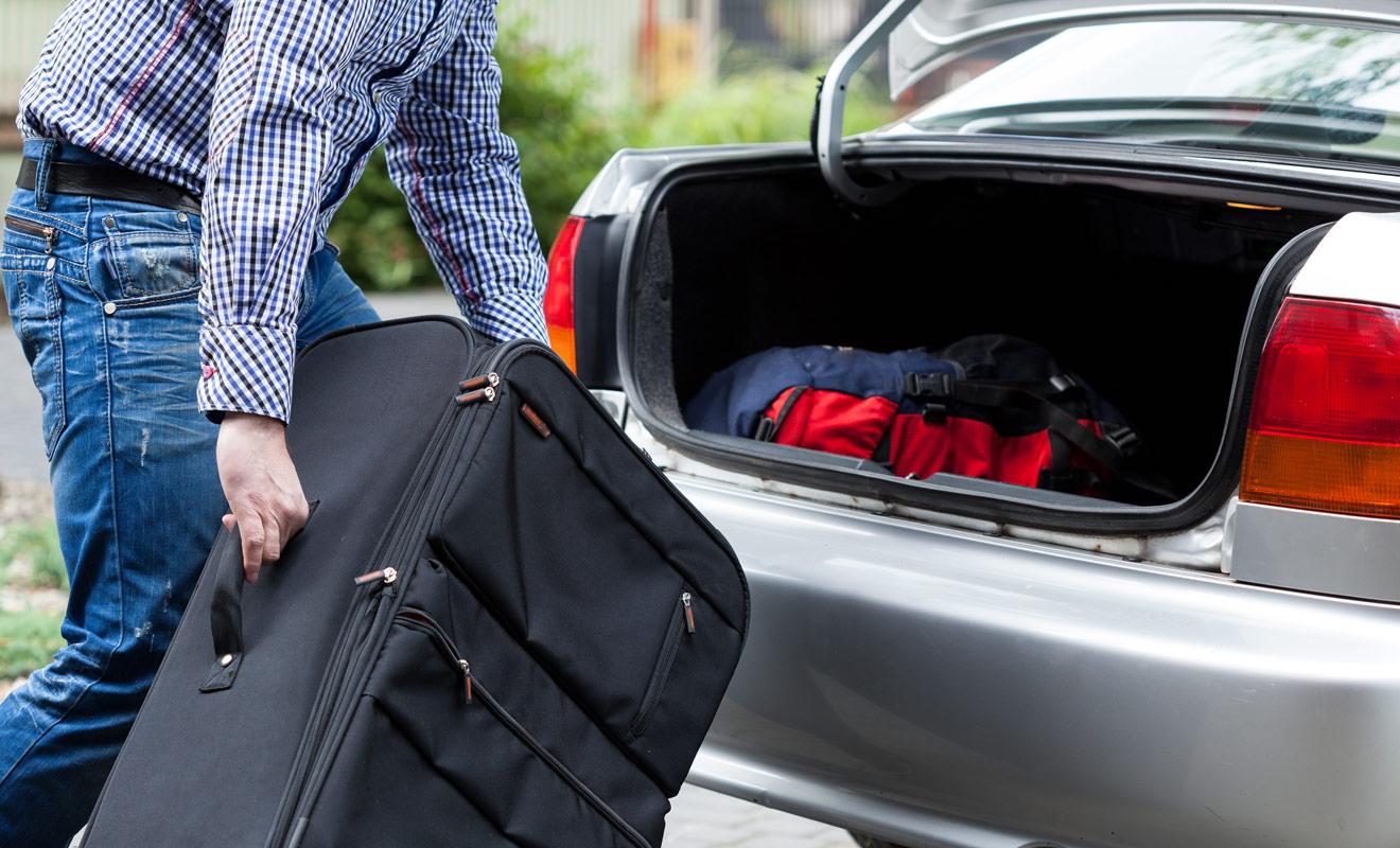 La taille du coffre est l'un des critères les plus importants lorsqu'il s'agit de choisir une voiture de location. Vous devez impérativement vous assurer qu'il sera possible de ranger vos bagages, faute de quoi vous devrez les entreposer sur les sièges arrière (en admettant que cela soit possible).