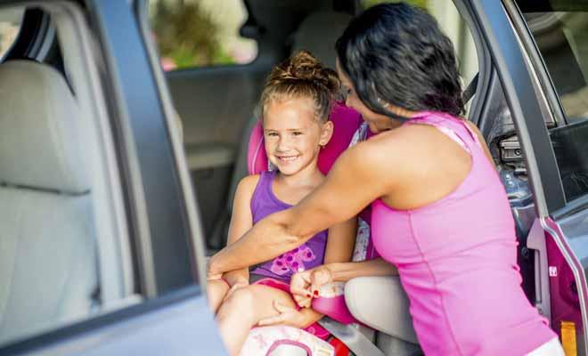 La réglementation en Nouvelle-Zélande pour le siège enfant est la même qu'en Europe. Il existe plusieurs tailles adaptées à l'âge de l'enfant, comme le booster ou la capsule.