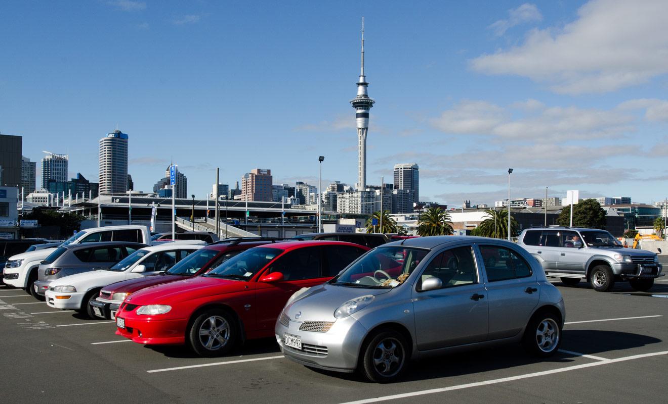 Si vous réservez votre voiture à l'aide du comparateur de Kiwipal, il vous suffira d'un quart d'heure en agence pour récupérer les clés du véhicule après avoir signé le contrat de location et fait l'état des lieux.