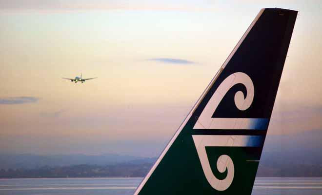 Vous pouvez trouver le billet d'avion le moins cher à l'aide du comparateur Google Flights et réserver sans passer par une agence de voyages.