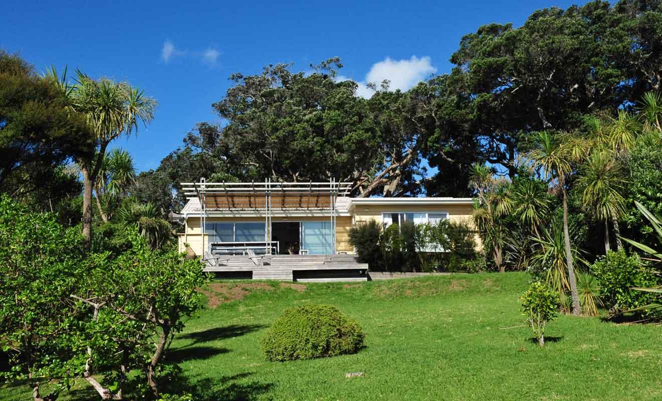 Les hébergements sont pris d'assaut par la population d'Auckland qui se mêle aux touristes du monde entier.