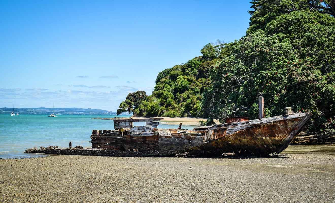 La partie Est de l'île demeure sauvage et peu peuplée.
